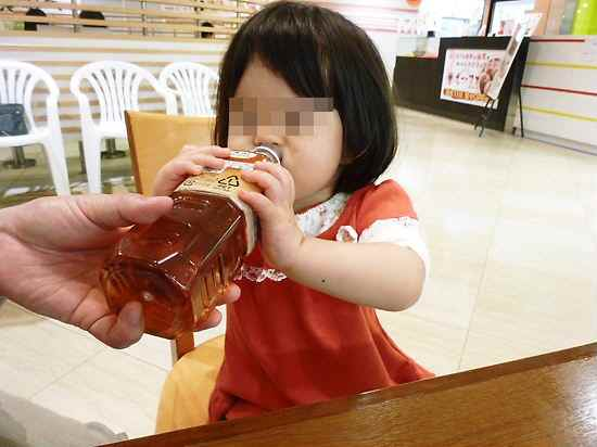 ペットボトルの飲み方
