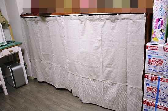 本棚のカーテン