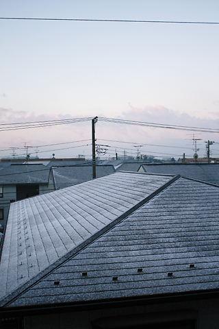 屋根の上に雪