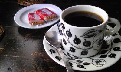 LOWコーヒーとクッキー