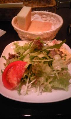 ラヴェリタランチサラダとパン