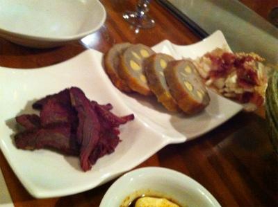 あじと201105馬肉の燻製とからしレンコンと…