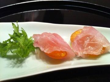 桜会トマトを昆布締め鯛で巻く。s-
