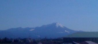 大山初冠雪
