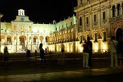 250px-Square_in_Lecce.jpg
