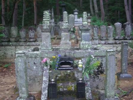 真田信綱夫妻の墓