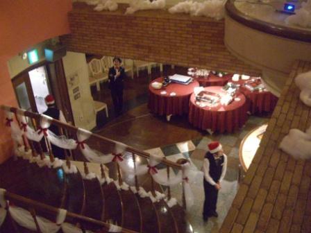 HANZOYAクリスマス 階段をおります