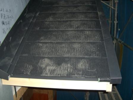 屋根 玄関庇のスレート