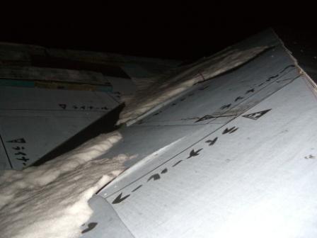 屋根工事 一部に残る雪