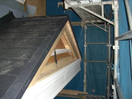 屋根工事 玄関庇の装飾板
