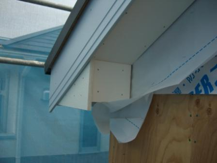 屋根工事 コーナー処理の明るい版