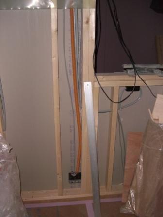 内装工事 問題のコンセント キッチンカウンター下