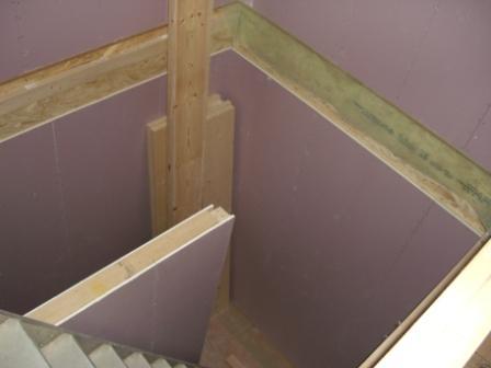 内装工事 階段スペースの石膏ボード