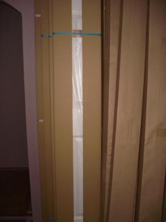 内装工事 クローゼットの扉搬入