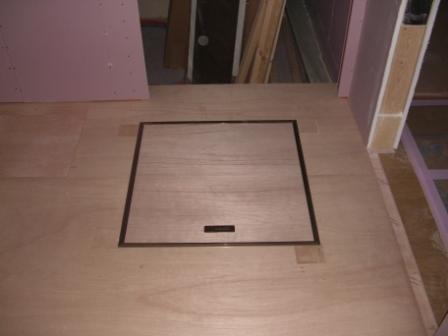 内装工事 洗面所の床下収納庫設置