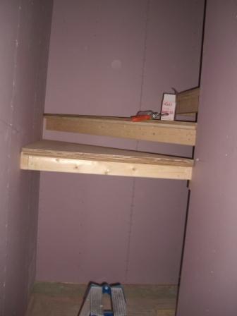 内装工事 階段設置始まる