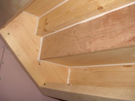 内装工事 階段下面アップ