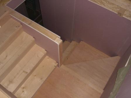 内装工事 フレックスから見た階段 造作中