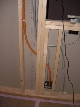内装工事 キッチンカウンターのコンセント移設