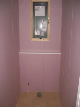 内装工事 1Fトイレ設備壁設置