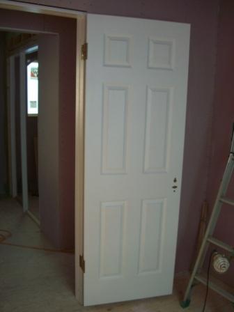 内装工事 扉が入りつつあります