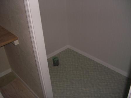 内装工事 2Fトイレは床のシートも