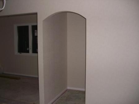 内装工事 クロスもほぼ終了 玄関アーチ
