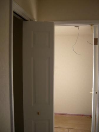 内装工事 クローゼットの折れ戸施工