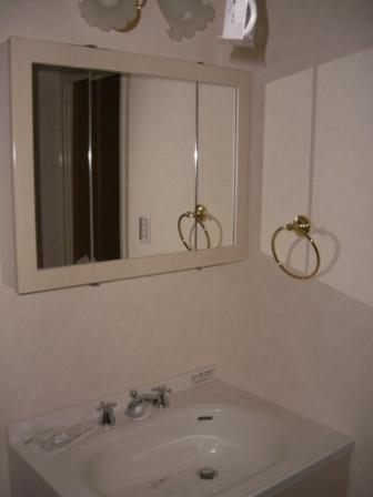 内装工事 バニティの三面鏡