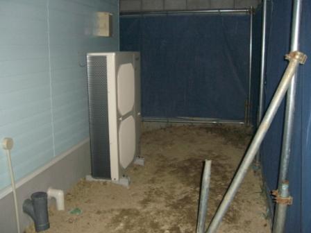 外装工事 全館空調の室外機設置