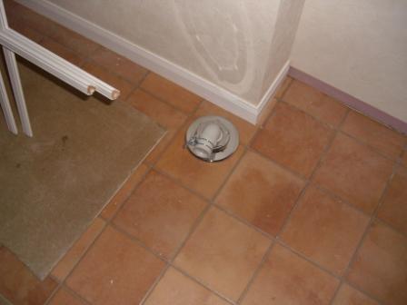 内装工事 洗濯物の排水管
