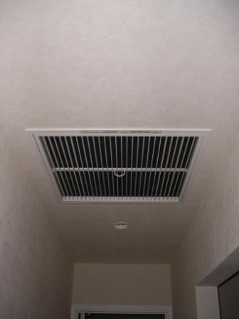 内装工事 全館空調のリターンガラリ