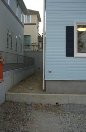 竣工目前 周囲の柵もとれた