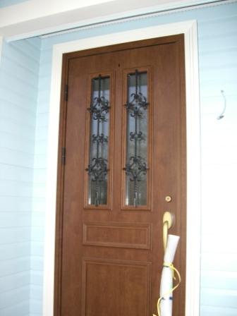 竣工目前 玄関ドアも養生が取れる