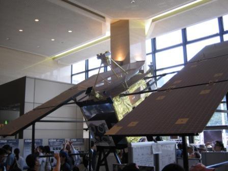 「はやぶさ」カプセル展示の日 「はやぶさ」模型