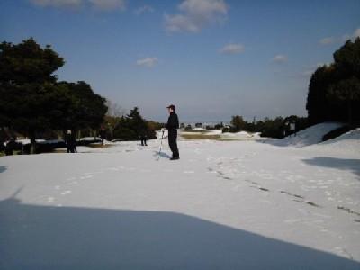雪<関空GC>②11.02.13_09:33