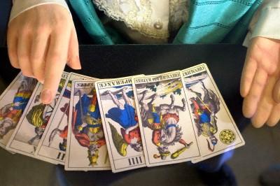 tarot-card-reader-o.jpg