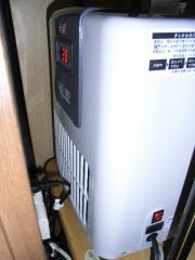 RIMG0水槽用クーラー設置1