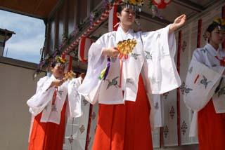 若宮八幡宮御神幸祭10-5-16(10)栄町北口八乙女の舞