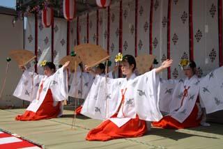 若宮八幡宮御神幸祭10-5-16(10)浦安の舞