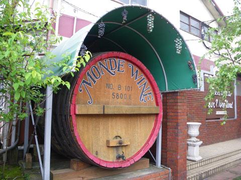 ワイン工場で試飲