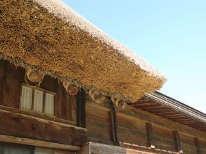 神田家の屋根の萱(かや)