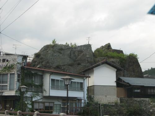 でっかい岩