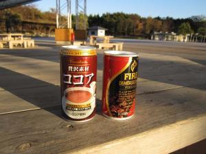 缶コーヒーと缶ココア