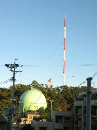 テレビ塔とガスタンク