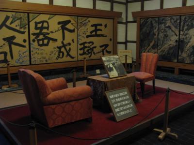 昭和天皇陛下御逗留の机と椅子