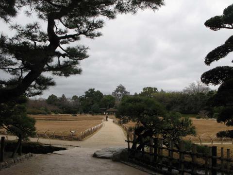 後楽園から岡山城を臨む