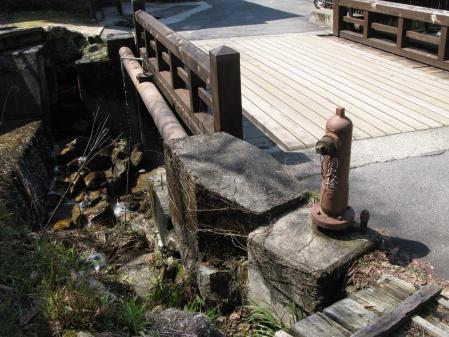 橋と消火栓