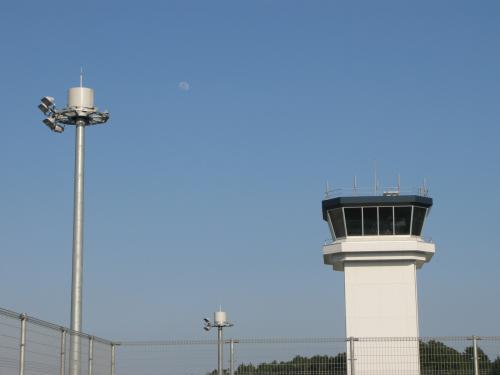 月と管制塔