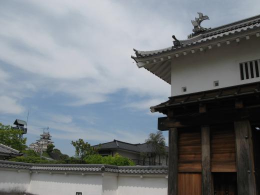 掛川城天守閣と大手門
